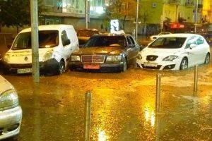 Власники затоплених машин не отримають компенсації від київської влади