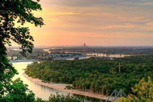 Українські зірки і політики приберуть сміття на Трухановому острові