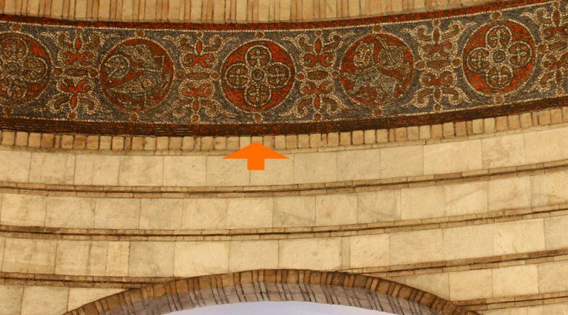 Мозаїку виклали в 1989 році.