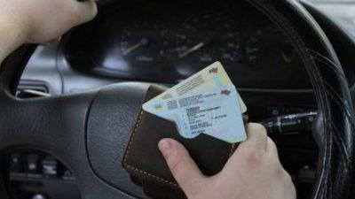 Українським водіям можуть дозволити не носити з собою права