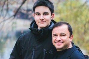Віктор Павлик просить українців врятувати його синові життя