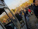 Вранці незадоволені пасажири заблокували міську електричку (фото, відео)