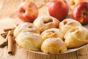Пиріжки з яблуками до ранкового чаю. Готуються за кілька хвилин!