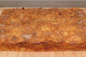 Найсмачніший яблучний пиріг: багато яблук і мало тіста. Тісто на кефірі.