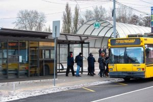 У Києві на зупинках з'явилися тривожні кнопки