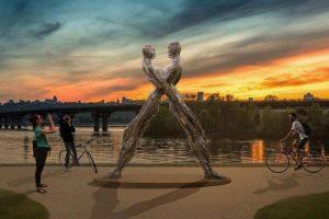 «Єднання»: в Києві на березі Дніпра встановлять незвичайну скульптуру (фото)