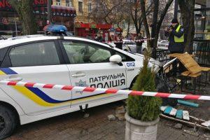 Патрульна машина столичної поліції зачепила пішохода і в'їхала в кафе