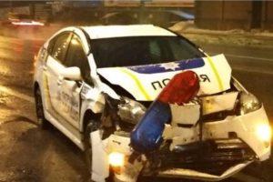 На проспекті Лобановського патрульна машина в'їхала в тролейбус (фото)