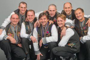 """Українські музиканти заспівали з Ліонським французьким хором пісню """"Лента за лентою"""" (відео)"""