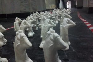У Києві скульптор порівняв військових зі статевим органом: скандал отримав гучне продовження