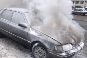 Не пощастило: на Троєщині згоріло авто, придбане за дві години до інциденту