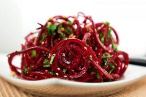 Ці салати рятують від закупорки кровоносних судин і нормалізують роботу мозку!