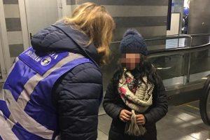 На столичному вокзалі дітей змушували жебракувати (фото)