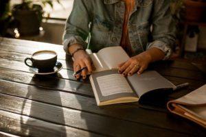 8 цікавих книг, здатних змінити ваш погляд на світ