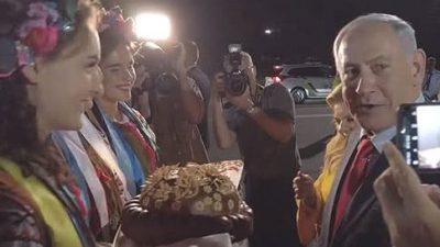 Дружина прем'єра Ізраїлю викинула хліб і сіль і вчинила скандал на літаку до Києва. ВІДЕО