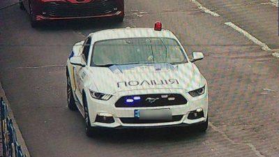 Двоє хлопців у Києві перефарбували авто на поліцейське і видавали себе за патрульних (відео)