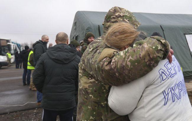 Українцям дали телефони, щоб ті могли зателефонувати близьким