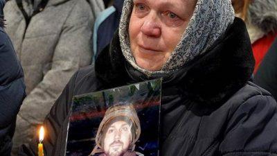 """На Київщині священник назвав загиблого """"кіборга"""" братовбивцею і вигнав сім'ю з храму"""