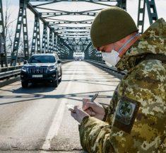 """""""Масочний"""" режим і заборона на прогулянки в парках: в Україні знову збираються посилити карантин. Перелік заборон"""
