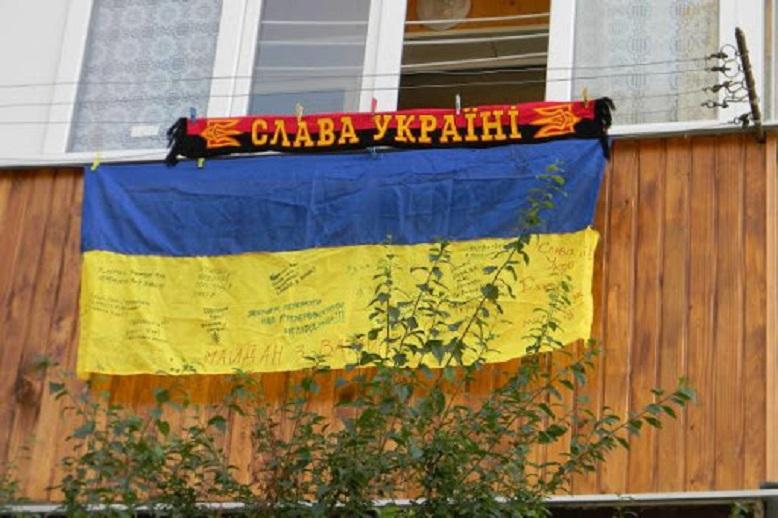 Кияни під час карантину заспівали на балконах гімн України (відео)